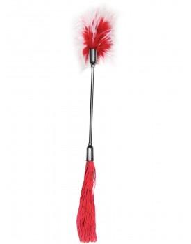 Červené důtky s latexovými třásněmi a peříčkovým šimrátkem Whip and Tickle